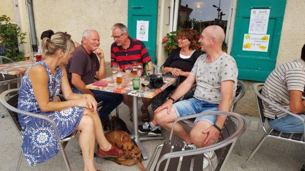 Terrasje pikken in de buurt van BnB Gites Les Glycines Haute Provence