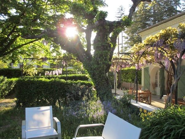 Tuin bij chambres d hotes / appartementen Les Glycines Haute Provence bij Sisteron