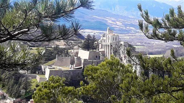 Citadel van Sisteron 10km van vakantie accommodatie Les Glycines Provence