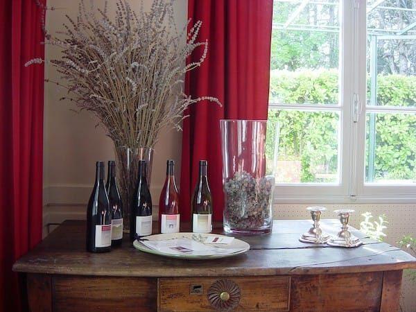 A table bij Les Glycines: wijnen uit de Cotes du Rhone