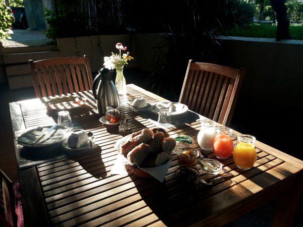 A Table petit dejeuner Les Glycines