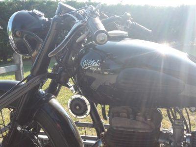 In het motormuseum in Entrevaux zijn er nog veel meer oude motoren te bezichtigen.
